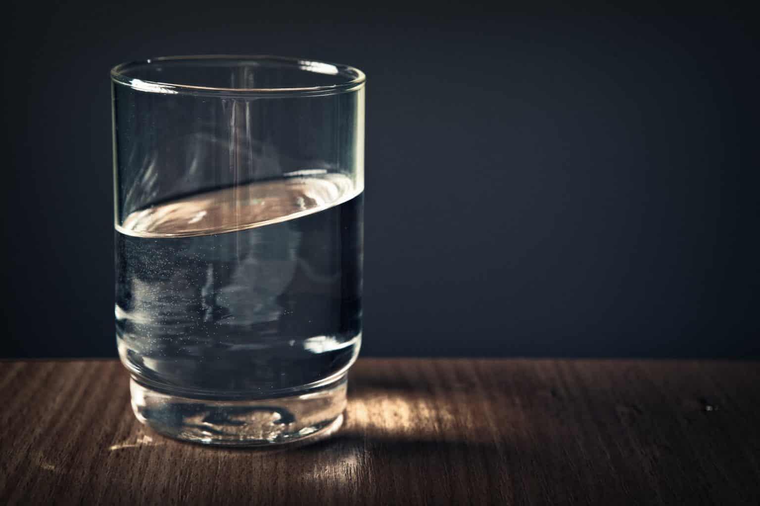 वजन के हिसाब से हर रोज कितना पानी पीना चाहिए, प्रति दिन आपको कितना पानी पीना चाहिए, vajan ke hisab se kitna pani peena chahiye, Sarir ke Hisab se har roj Kitna Pani Peena Chahiye, वजन के हिसाब से कितना पानी पीना चाहिए, How Much Water Should Drink Per Day in Hindi,
