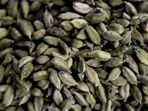 इलायची खाने के फायदे और नुकसान - Elaichi Khane Ke Fayde Aur Nuksan - Cardamom Benefits and Side Effects in Hindi