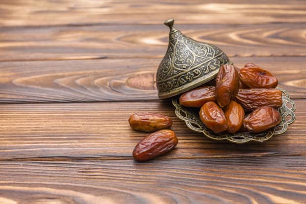 Khajur Khane Ke Fayde aur Nuksan - खजूर खाने के फायदे और नुकसान - Dates Benefits and Side Effects in Hindi,