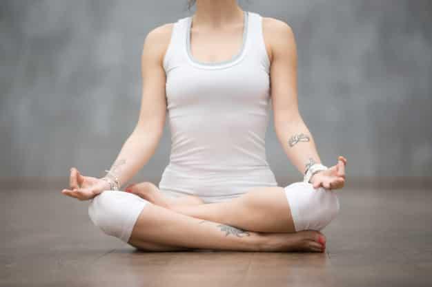 मूर्छा प्राणायाम कैसे करे और फायदे - Murcha pranayama steps and benefits in Hindi