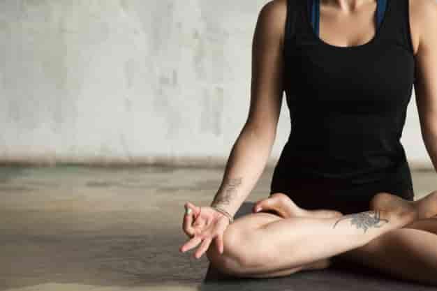 जल्दी प्रेगनेंट होने के लिए योग में भ्रामरी प्राणायाम करे (Jaldi Pregnant Hone Ke Liye Yoga Me Bhramari Pranayama Kare)