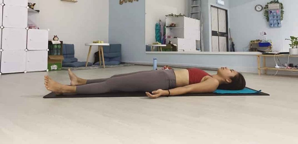 शवासन करने का तरीका और फायदे – Savasana (Corpse Pose) Steps and Benefits in Hindi