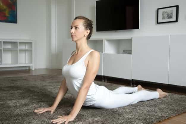 जल्दी प्रेगनेंट होने के लिए योग में भुजंगासन योग करे (Jaldi Pregnant Hone Ke Liye Yoga Me Bhujangasana Yoga Kare)
