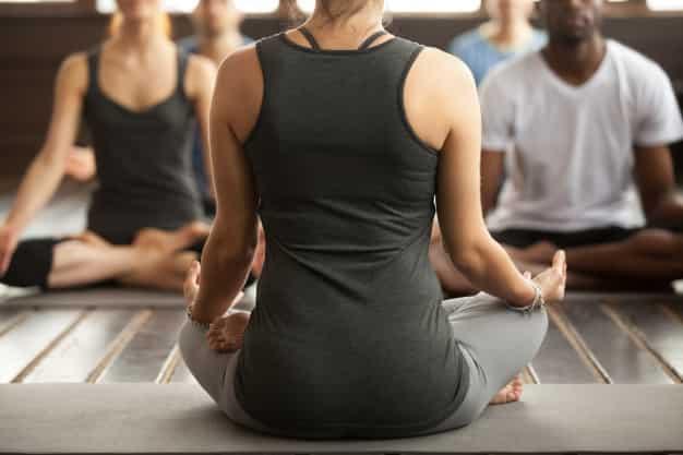 सुखासन करने का तरीका और फायदे – Sukhasana (Easy Pose) Steps and Benefits in Hindi