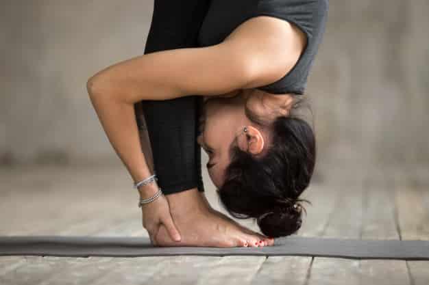 उत्तानासन करने का तरीका और फायदे [Uttanasana (Standing Forward Bend Pose) Steps And Benefits in Hindi]