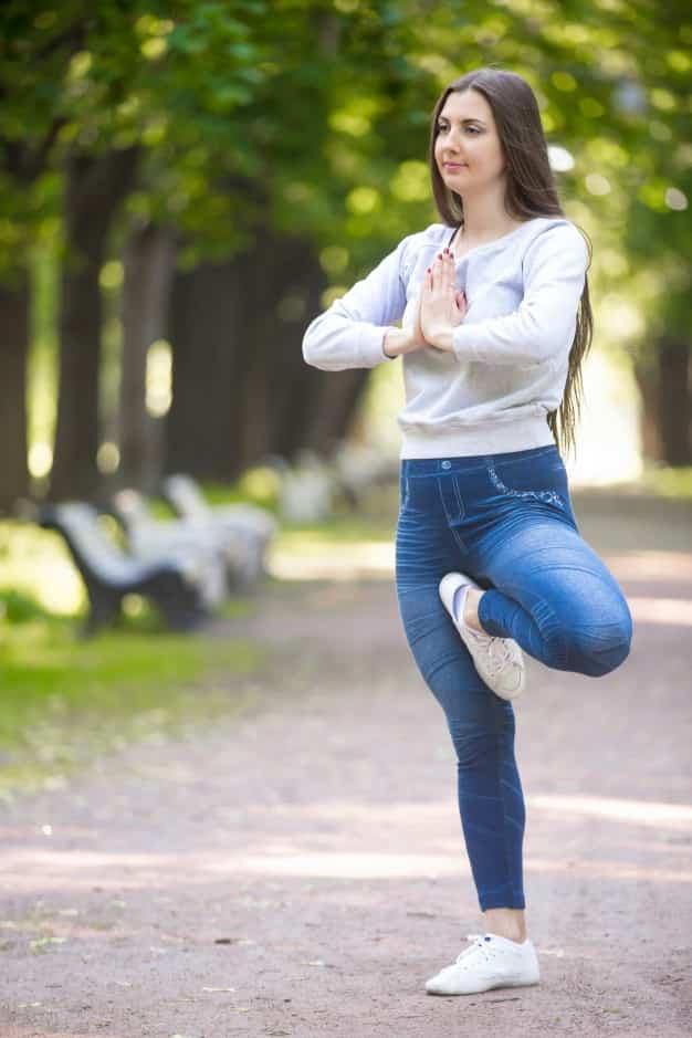 वृक्षासन करने का तरीका और फायदे – Vrikshasana (Tree Pose) Steps and Benefits in Hindi