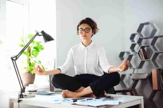 शाम्भवी मुद्रा करने का तरीका और फायदे (Shambhavi Mudra Steps and Benefits in Hindi)