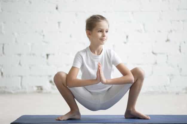 मालासन करने का तरीका और फायदे – Malasana (Garland Pose) Steps and Benefits in Hindi