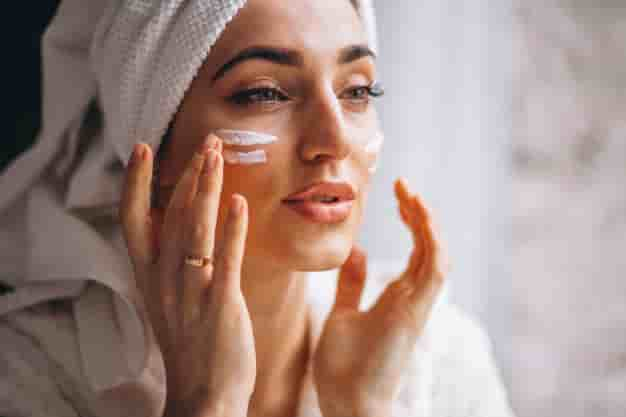 चेहरे को गोरा करने के लिए घरेलू उपाय (Chehre Ko Gora Karne ke Tips, Gharelu Upay, Nuskhe in Hindi)