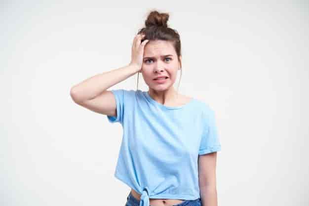 महिलाओं में बालों के झड़ने का कारण, लक्षण और उपाय (Hair Fall Reasons in Female in Hindi)