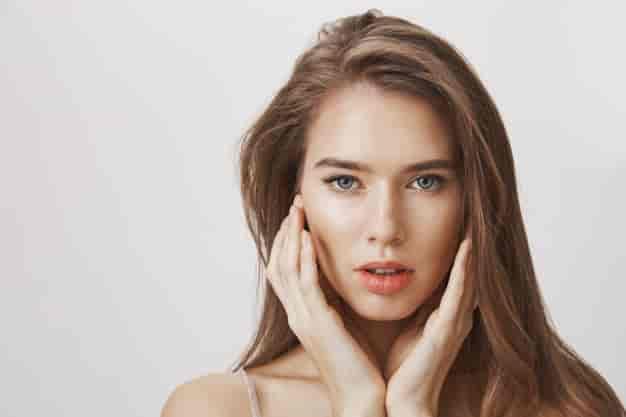 चेहरे पर कसाव लाने और स्किन टाइट करने के घरेलू उपाय, नुस्खे और उपचार (Face Skin Tightening Home Remedies in Hindi)