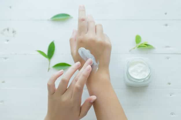 कैलामाइन लोशन के फायदे, उपयोग और नुकसान (Uses, Side Effects And Benefits of Calamine Lotion in Hindi)