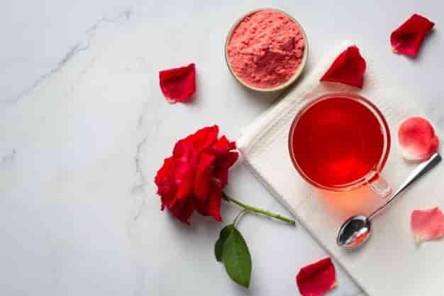 गुलाब जल के फायदे, उपयोग और नुकसान – Gulab Jal Ke Fayde, Upyog Aur Nuksan (Uses, Side Effects And Benefits of Rose Water in Hindi)